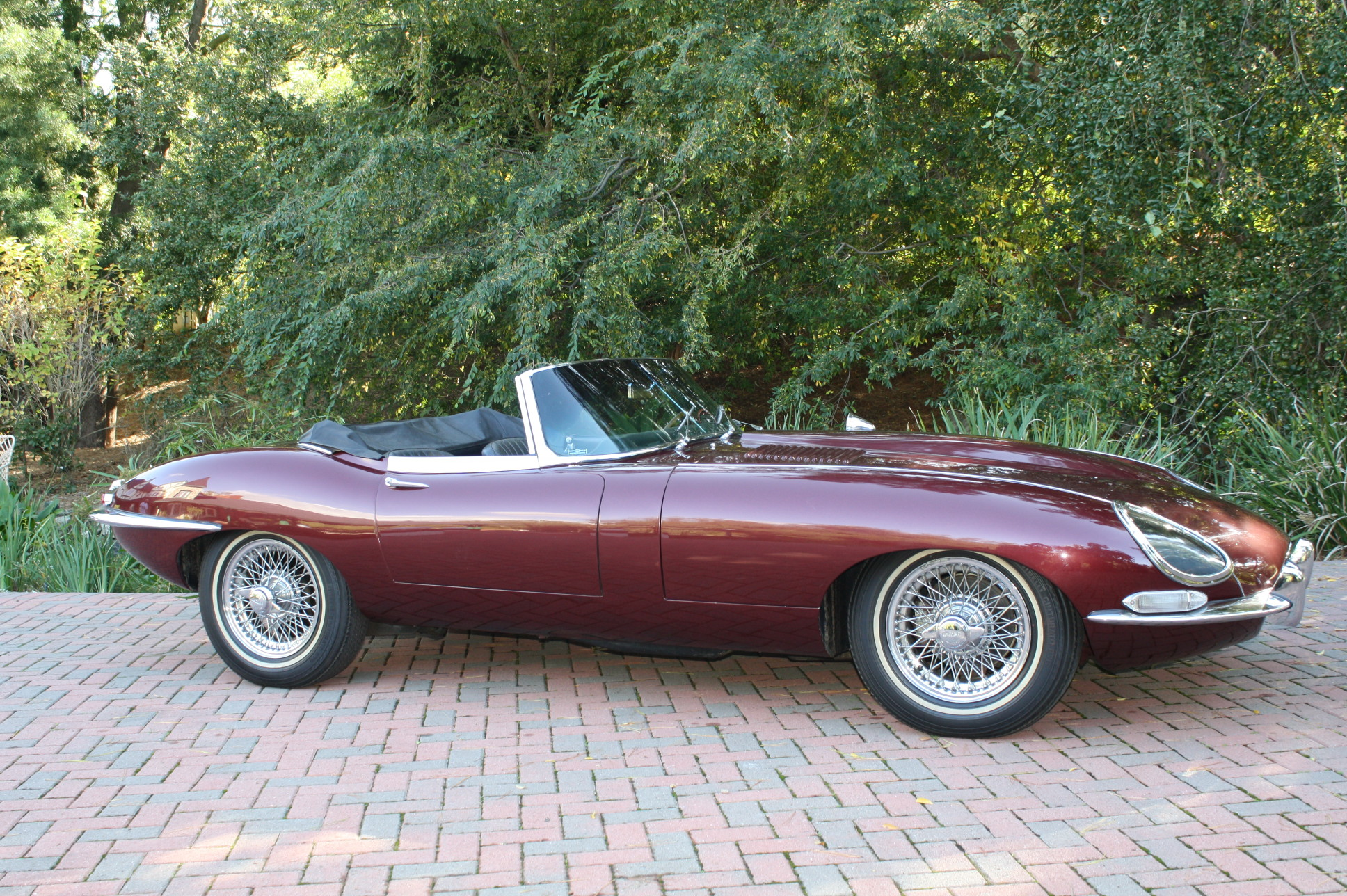 1967 Jaguar XKE Convertible - Rocks and Roadsters